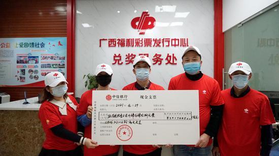 新年牛气冲天,广西40人合买团领走双色球585万元头奖
